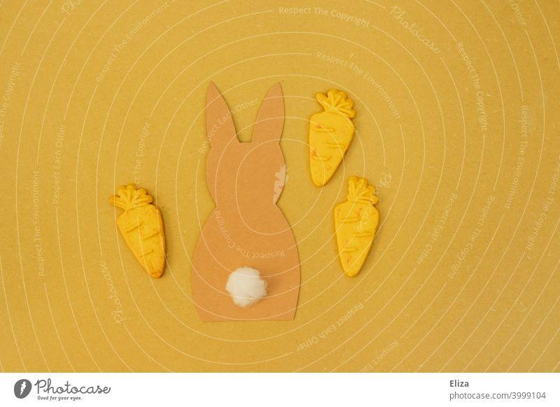 Hase mit Karotten auf gelbem Hintergrund. Ostern. Möhren Flatlay Osterhase Kekse orange Konzept Dekoration osterdekoration