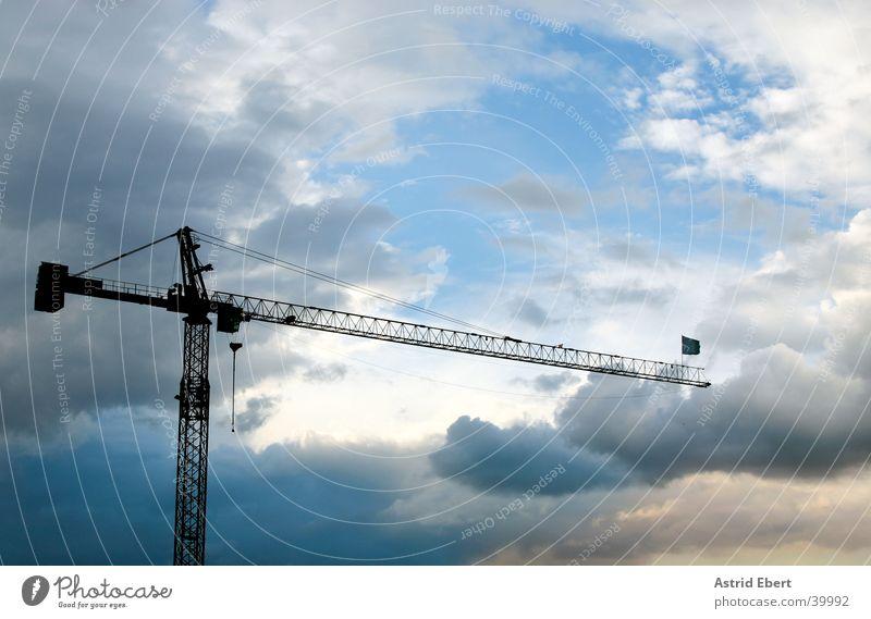 Baukran Kran Wolken Sonnenuntergang Industrie bauen Himmel Wetter Gewitter