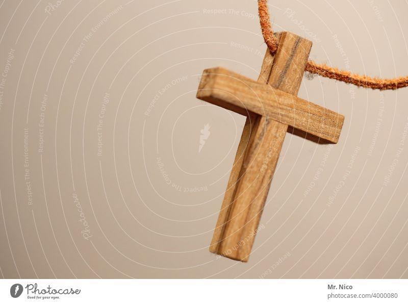 Kruzifix aus Holz Kreuz Holzkreuz Kette Glaube Christliches Kreuz Christentum Religion & Glaube Jesus Christus Symbole & Metaphern Katholizismus heilig Gott