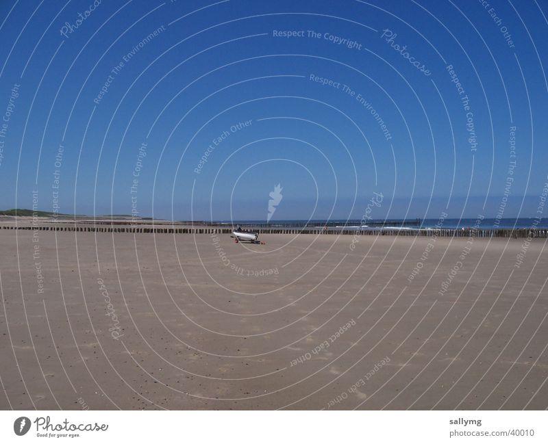 weit und breit Strand Meer Wasserfahrzeug Einsamkeit Niederlande Himmel Sand Nordsee