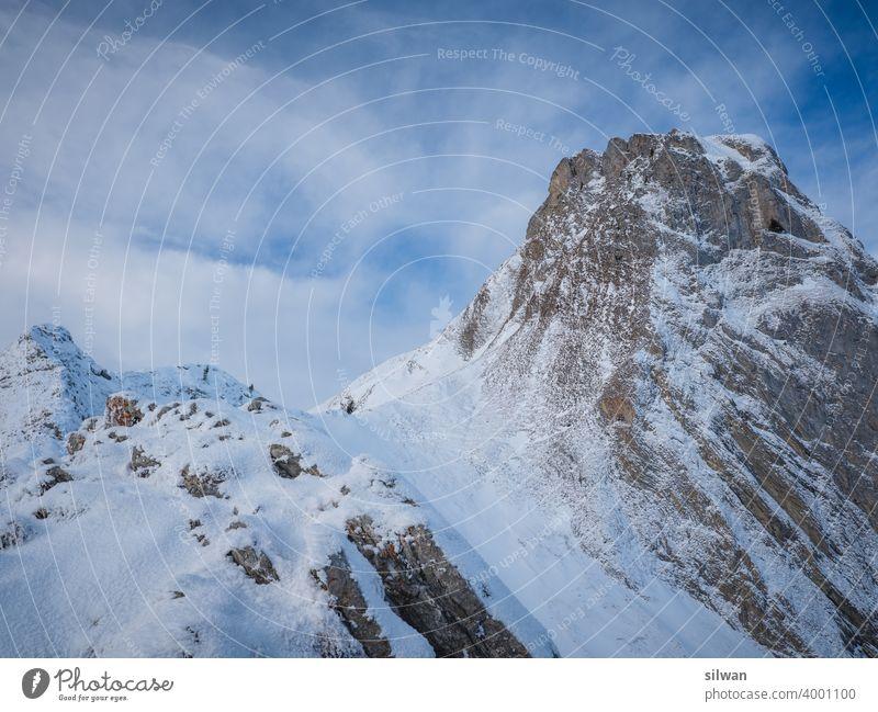Weg zum Gipfel Leiternpass Naturpark Gantrisch Schnee Winter gefroren kalt Felsen felsig winterlich gefrorener Boden Kälte Gratwanderung Berge u. Gebirge