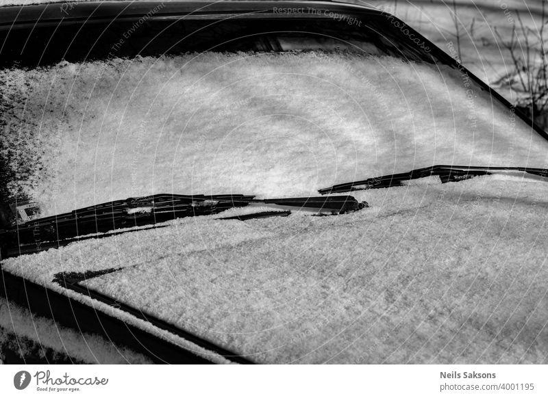 Schnee auf einer Autowindschutzscheibe PKW Straße weiß schwarz Winter Eisenbahn Spiegel Transport Zug abstrakt reisen Fahrrad schwarz auf weiß Schiene Verkehr