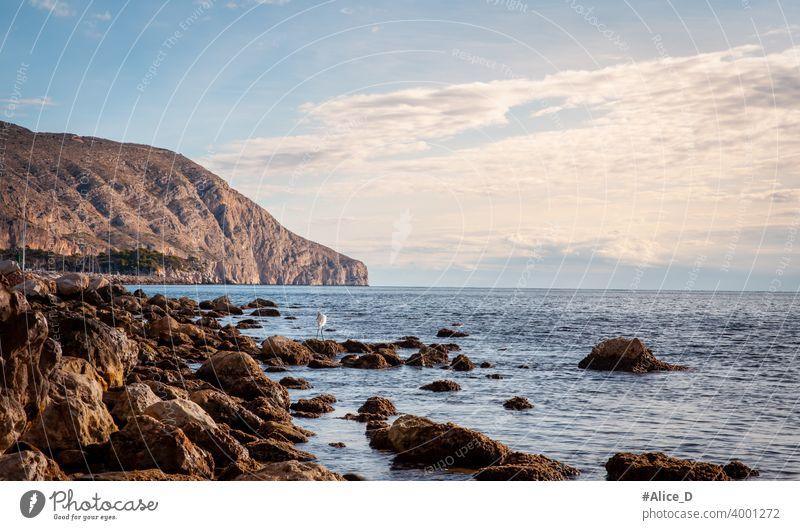 Mittelmeer Küstenlandschaft Nähe Portosenso Spanien Hintergrund Bucht Strand schön blau Klippe Küstenstreifen Küstenlinie Ausflugsziel Europa Hügel Horizont