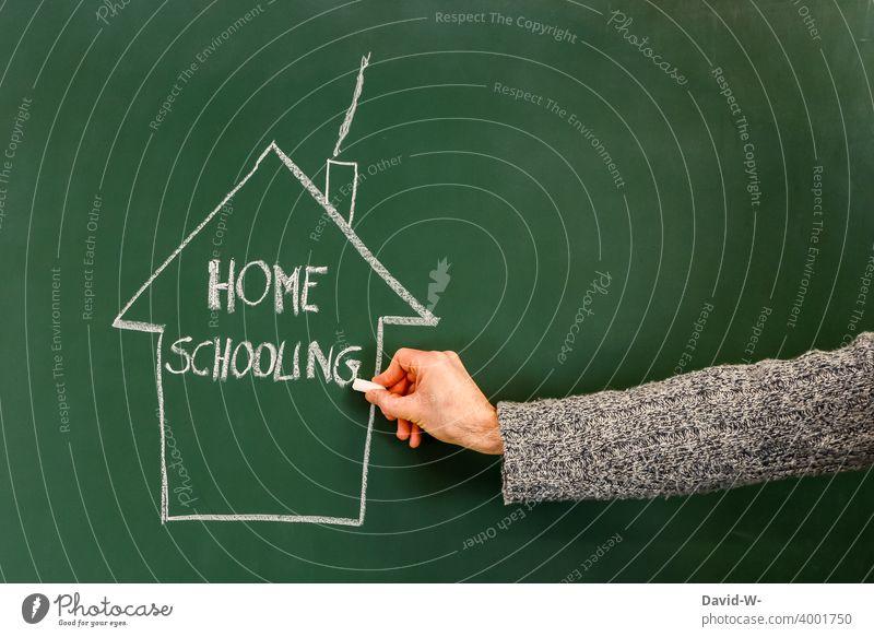 Homeschooling - Unterricht zu Hause Schule Corona pandemie Kreide Tafel coronavirus Lockdown lernen Quarantäne Bildung