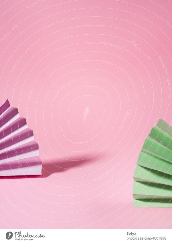 Geometrische rosa Hintergrund mit Papier bunten Fans Schönheit Anzeige Attrappe Ventilator Vitrine Chinesisch Einladung Design Schatten Geometrie Papierfächer