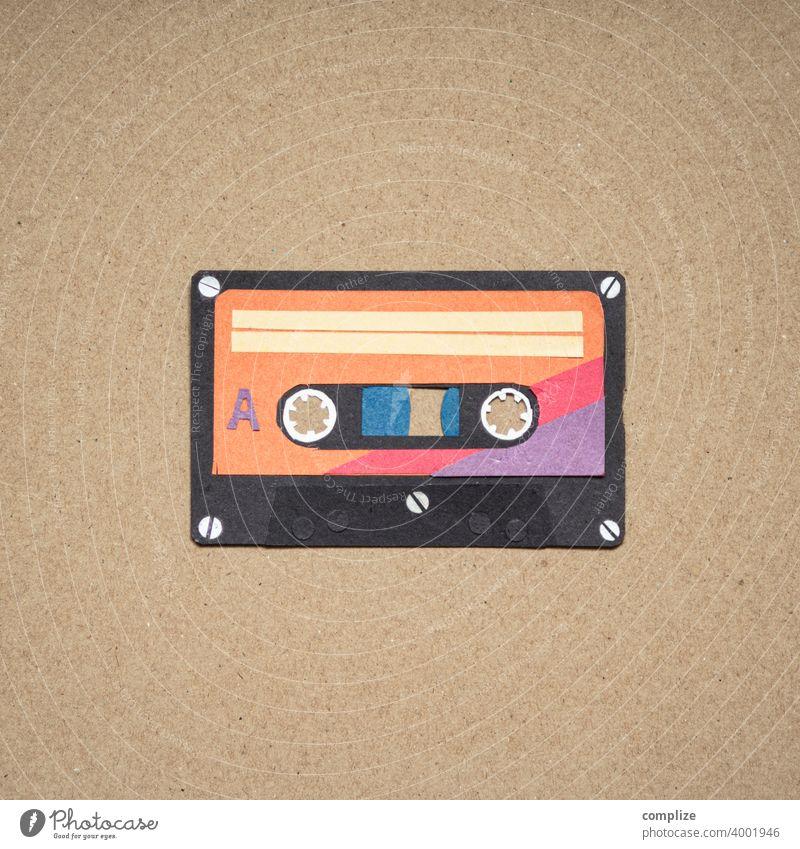 Kassette im Quadrat Flyer Diskothek Party clubbing anhören Scherenschnitt ausgeschnitten Papier Pappe retro-stil Vintage 80er 70er Jahre mix tape Popmusik