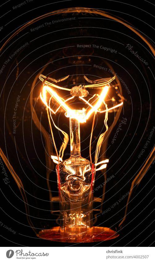 Glühfaden von Glühlampe in Klarglas glühlampe glühbirne elektrizität strom beleuchtung Licht Energiewirtschaft Technik & Technologie Elektrisches Gerät Draht