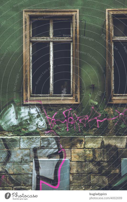 Verschnörkelte Bruchbude Abrissgebäude Abbruchhaus abbruchreif abrissreif Ruine Leerstand leerstehend Gebäude leerstehendes Haus verlassen Verlassenes Haus