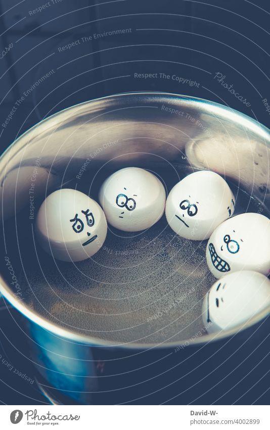 Eier im Wirlpool - gleich wird es heiß kochen gekochte Eier Kochtopf Ostern Osterei autsch witzig eierkopf vegan Vegane Ernährung