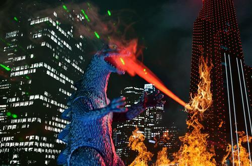deeper underground Godzilla Monster Schatten Licht Urzeit Außenaufnahme Kontrast Natur ausgestorben Tier Dinosaurier Farbfoto Nahaufnahme grün bedrohlich Gebiss