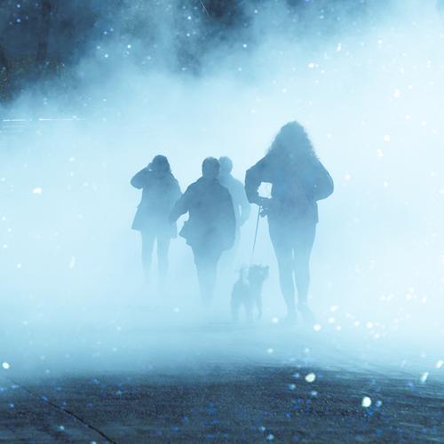 Menschen auf der Straße in nebligen Tag in Bilbao Stadt, Spanien Person menschlich Fußgänger Tourist Tourismus Menge Großstadt urban laufen Nebel Wetter Winter