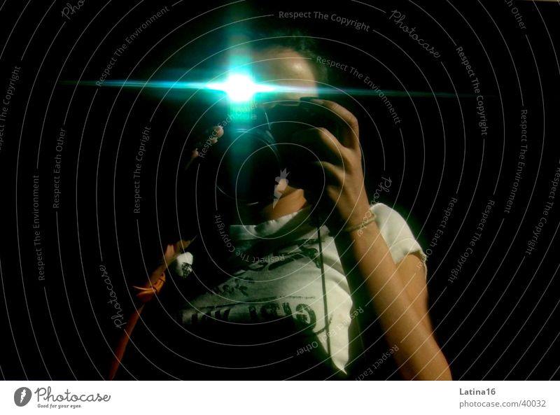 Paparazzi Fotografie Fotokamera Digitalkamera Blitzlichtaufnahme schwarz Fotografieren Mensch Selbstbild