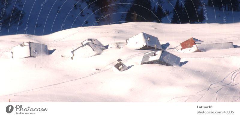 Snowed in weiß Winter Haus kalt Schnee Berge u. Gebirge Hütte