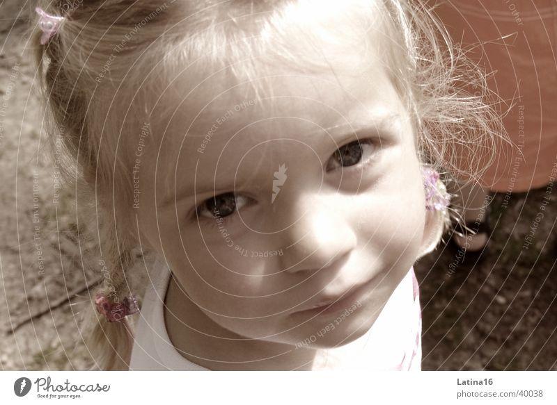 Pia Kind Mädchen blond niedlich Kleinkind