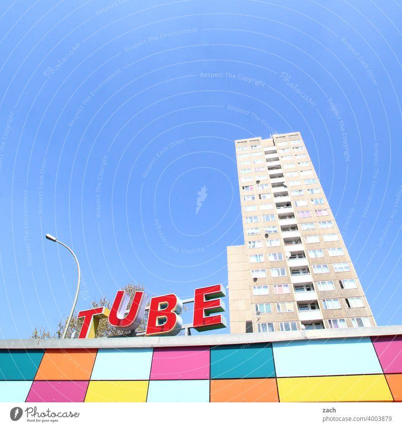 (You)Tube Plattenbau DDR Lichtenberg Marzahn Marzahn-Hellersdorf hellersdorf Hochaus Beton Neubau Hochhaus Häusliches Leben Gebäude Himmel Fassade Fenster