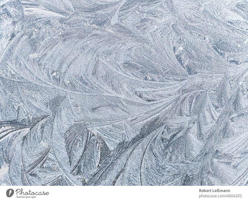 Frost auf einer Oberfläche, Eiskristalle Scheibe Fenster Metall eingefroren Hintergrund abstrakt Winter Schnee blau Wasser Jahreszeit eisig Schneeflocke alt