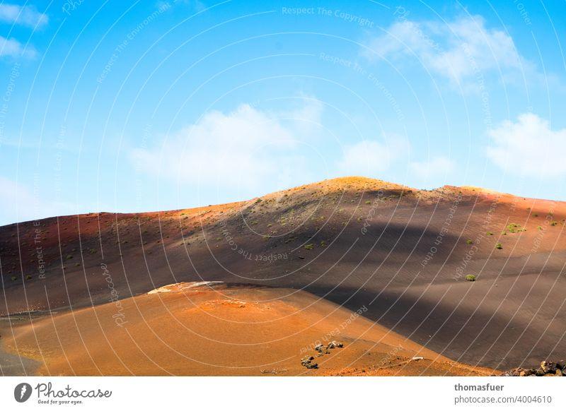 Vulcan, Berge auf Lanzarote mit Himmel Panorama (Aussicht) Schatten Licht Tag Außenaufnahme Farbfoto Stimmung ruhig Natur Abenteuer Klima Horizont Wolken