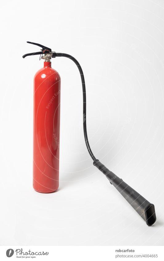 Feuerlöscher auf weißem Hintergrund Chemikalie Werkzeug Schlauch Gerät Metall retten Sicherheit Feuerwehrmann rot Gefahr Schutz Notfall Container Löschung Druck