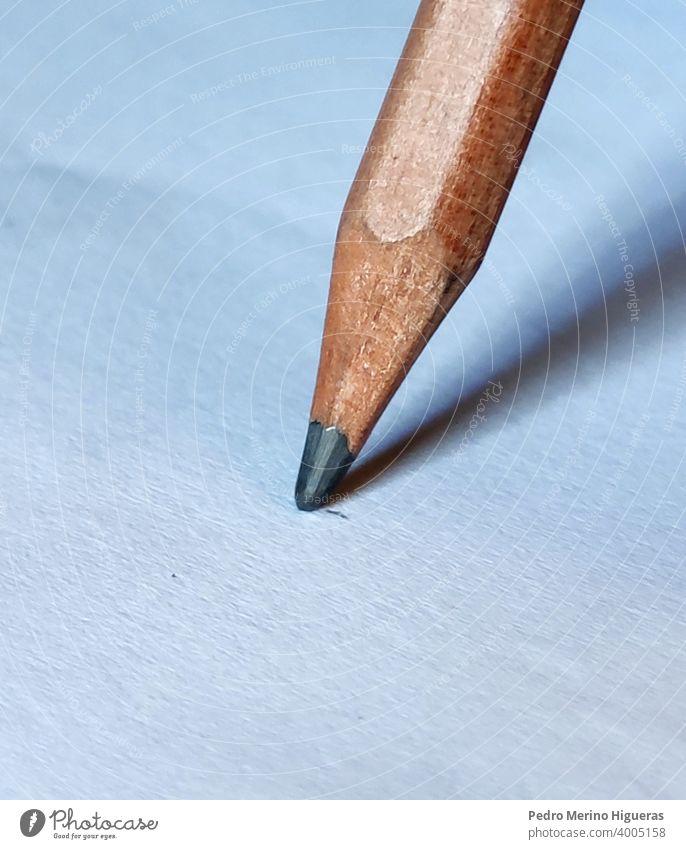 Graphitstiftschrift auf weißem Papier alt schreiben Holz Hintergrund Gerät Radiergummi Subjekt Kunst groß Hochschule Objekt Blei vertikal Schreibstift Design