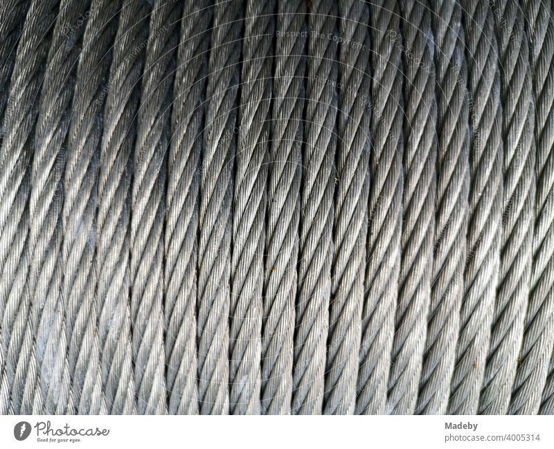 Solides Stahlseil aufgerollt auf einer Trommel im Kletterpark Bielefeld am Johannisberg im Teutoburger Wald in Ostwestfalen-Lippe Seil Kletterseil Rolle Eisen