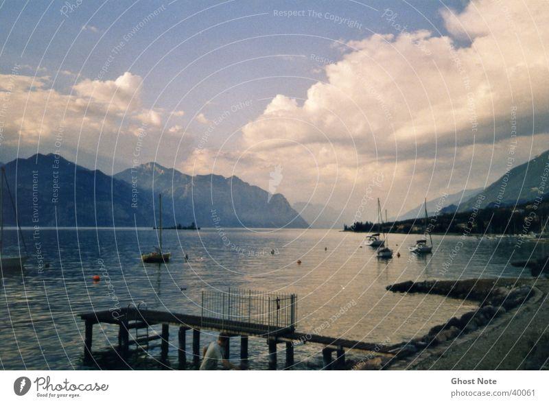 Lago di Garda Gardasee Wolken Italien Strand Wasser Berge u. Gebirge