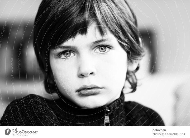 . Tagträumer gedankenverloren Traurigkeit melancholie traurig verträumt träumen melancholisch Familie & Verwandtschaft Kind Auge Junge Kindheit Gesicht intensiv