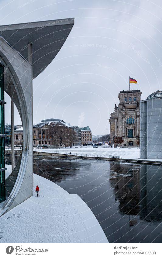 Marie-Elisabeth-Lüders-Haus mit Eisschollen III Reichstag Ruhe Lockdown Kultur Kunst Berlin-Mitte Kongressgebäude Stadtzentrum Bauwerk Gebäude Farbfoto