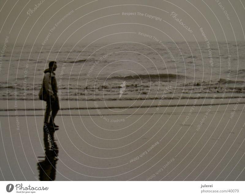 wattwanderer Mann Wasser Meer Wellen