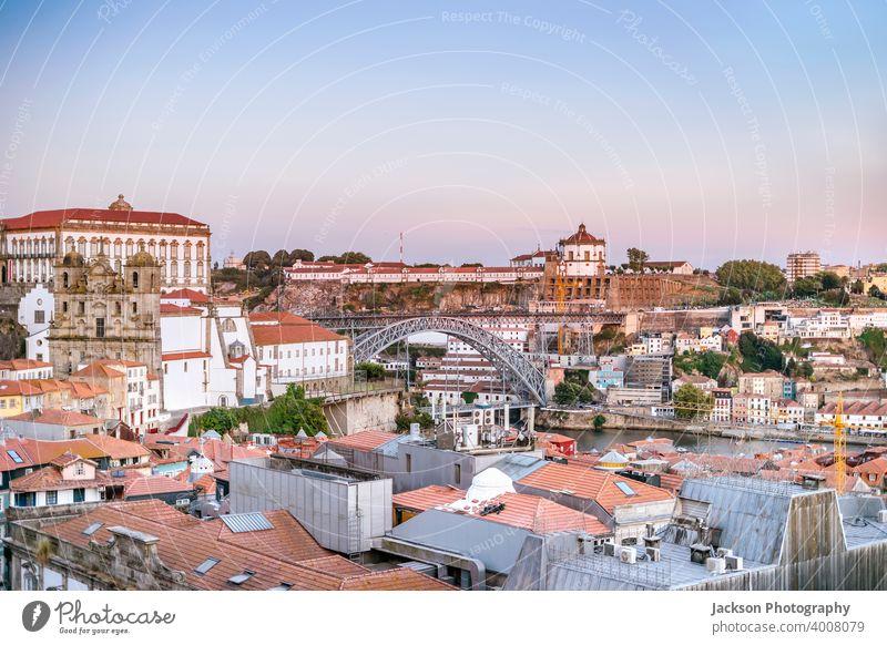 Stadtbild des schönen Porto und Vila Nova de Gaia, Portugal Architektur Großstadt Brücke Gebäude Zentrum Tag Douro Stadtzentrum Europa Europäer Abend Außenseite