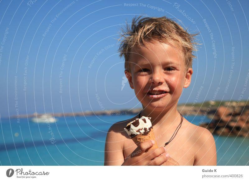 Sonne, Eis und Meer Mensch Kind blau schön Wasser nackt Erholung Freude Junge Küste Glück Essen braun maskulin Kindheit Zufriedenheit