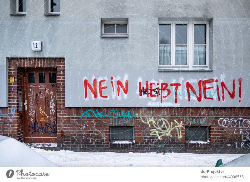 Nein heißt nein – Graffito Weg Hauswand Seele Weisheit Spruch Grafik u. Illustration Graffiti Schatten Kontrast Starke Tiefenschärfe Textfreiraum unten