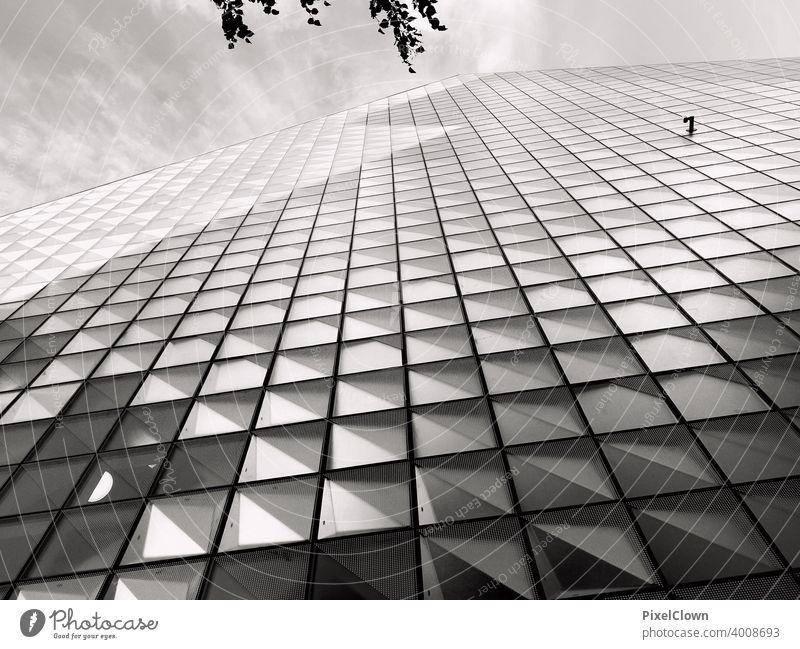Fassade aus spiegelnden Kacheln Gebäude Wand Architektur Außenaufnahme Bauwerk Menschenleer Himmel Tag Fliesen u. Kacheln Spiegelungen Strukturen & Formen
