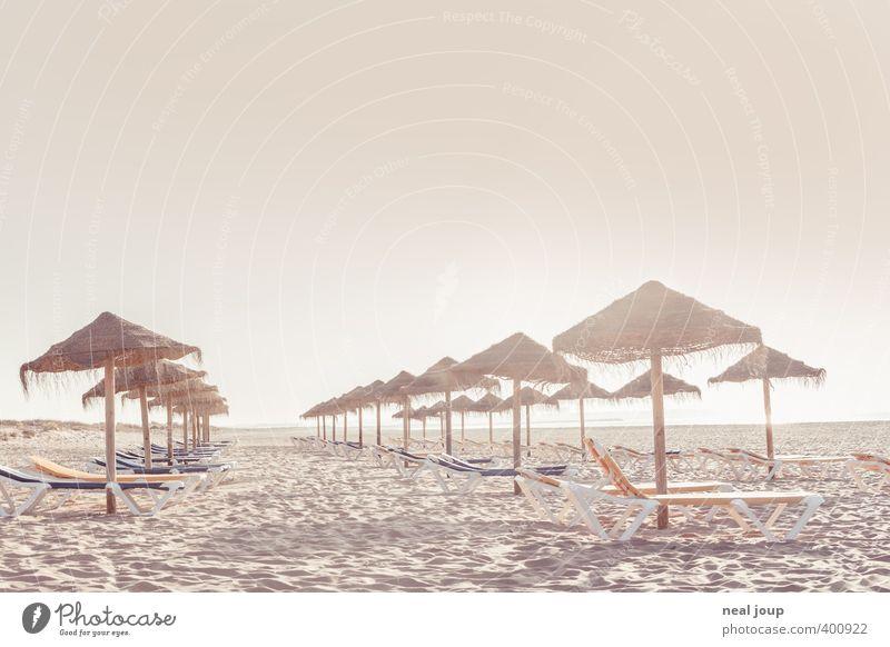 Tourismus - Monokultur Ferien & Urlaub & Reisen Sommer Sommerurlaub Sonnenbad Strand Meer Sand Wolkenloser Himmel Wärme Erholung einfach Ferne Unendlichkeit