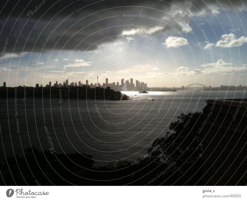 der untergang Sydney Wolken dunkel zuziehen Stadt Verzweiflung Harbour Bridge Bildung Angst Panik Aussicht Regen Hafen Skyline Sonnenuntergang