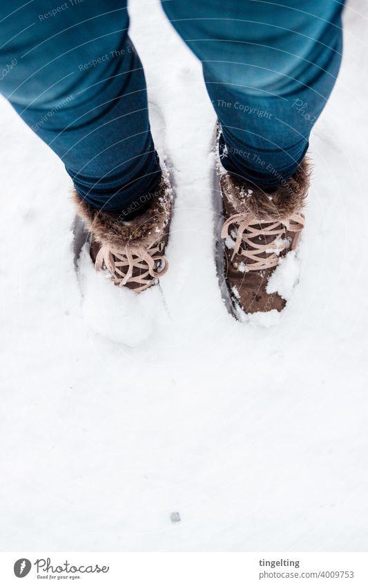 Wanderschuhe Im Schnee schnee wandern wanderschuhe jeans blau braun winter explore entdecken abenteuer viel weiß winter tourism versunken mehr als sonst natur