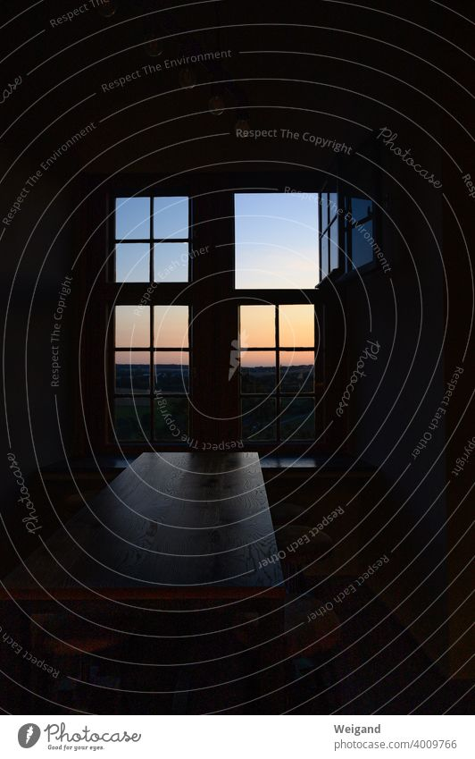 Fenster im Abendlicht Ruhe Meditation quadrat Morgen Sonne Spiritualität Stille Fernblick Advent
