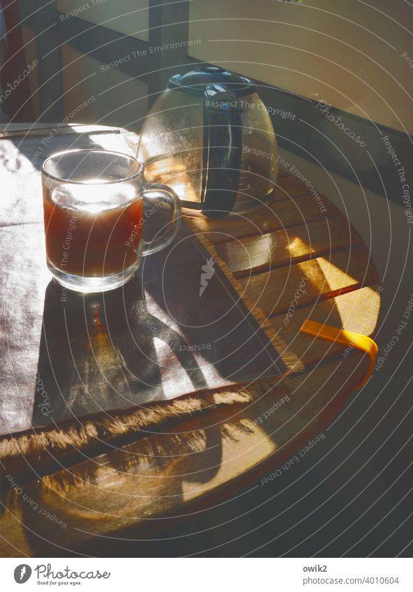 Munter werden Kaffeetasse Kaffeetrinken Kaffeepause Getränk Heißgetränk altmodisch frisch Tasse Frühstück Morgen lecker heiß Tisch Kaffeekanne Balkon draußen