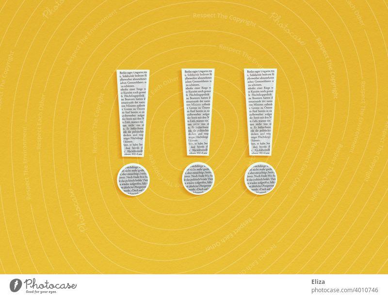 3 Ausrufezeichen aus Zeitungspapier ausgeschnitten auf gelbem Hintergrund. Presse und Nachrichten. Wichtig News Journalismus Medien Neuigkeiten dringend Text