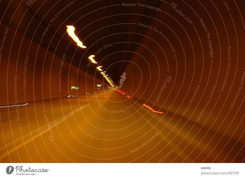 Tunnel Langzeitbelichtung fahren Verkehr Straße Motion
