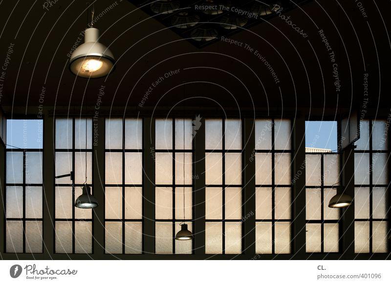 lüften Innenarchitektur Bahnhof Gebäude Architektur Fassade Fenster Stadt Lampe Lampenlicht Himmel Blauer Himmel Decke Deckenlampe Deckenbeleuchtung