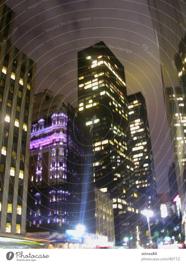 Blue City Stadt Beleuchtung Hochhaus erleuchten New York City Nachtaufnahme Straßenschlucht Stadtlicht