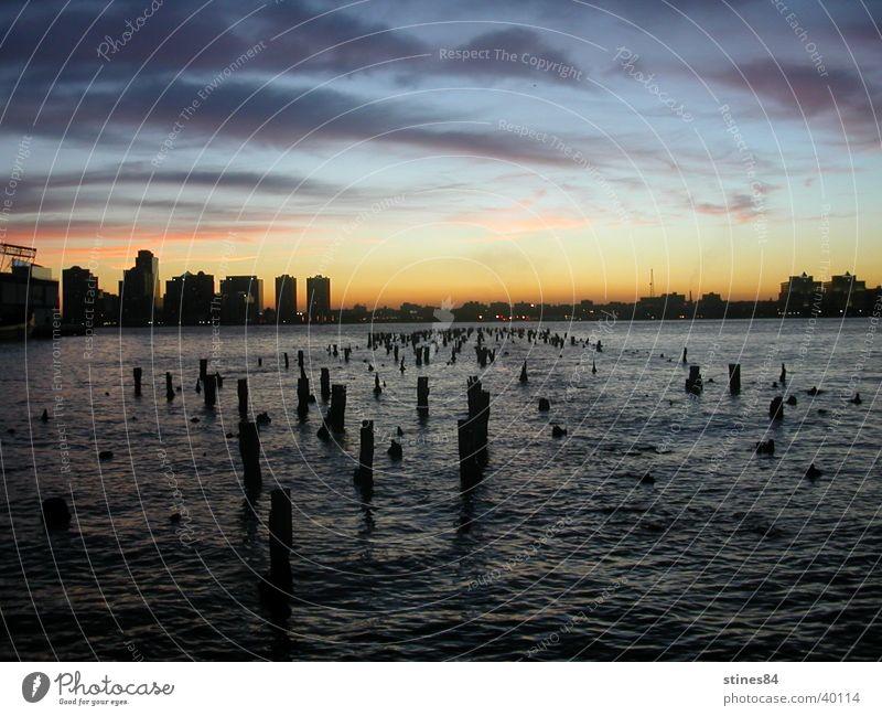Stille Wasser Meer blau schwarz USA New York City Pfosten Vancouver