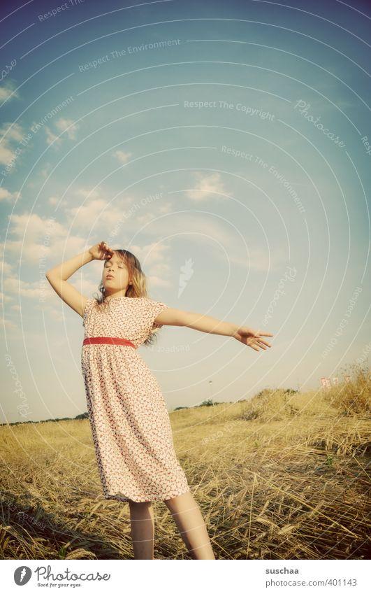 wetteraussichten (mädchen IX) feminin Kind Mädchen Kindheit Kopf Haare & Frisuren Gesicht 8-13 Jahre Umwelt Natur Himmel Sommer Klima Schönes Wetter Wärme Feld