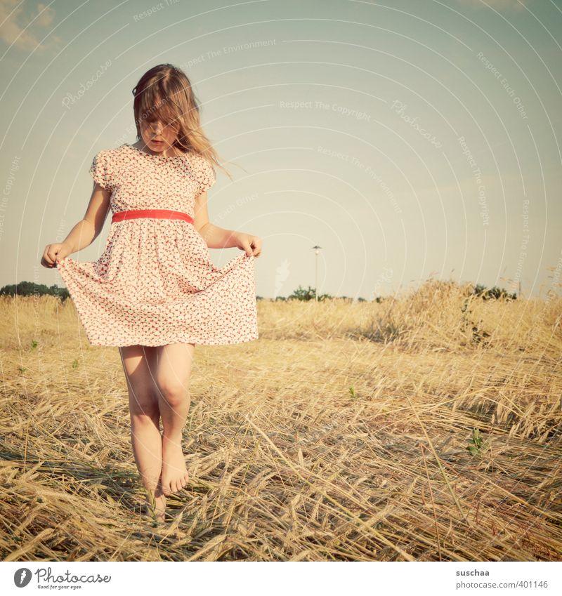 mädchen II Kind Mädchen Kindheit Körper Kopf Haare & Frisuren Gesicht 8-13 Jahre Umwelt Natur Landschaft Himmel Sommer Klima Schönes Wetter Feld schön natürlich