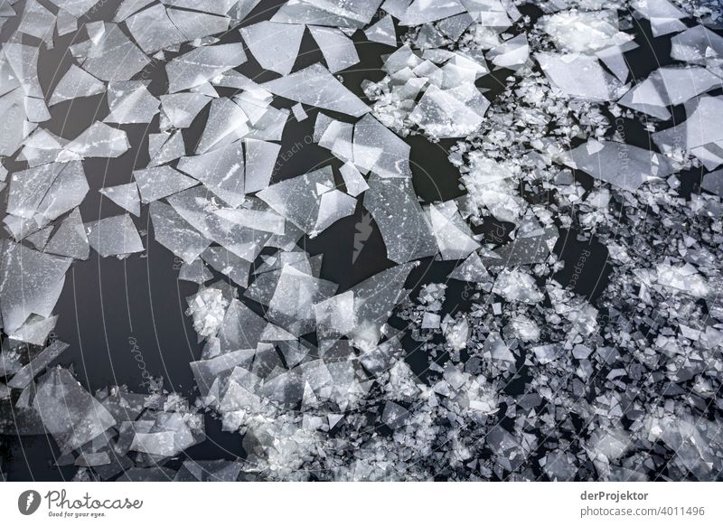 Eisstrukturen in Berlin im Winter III Spree Scholle ästhetisch Kontrastreich Schattenspiel Winterstimmung Kälte Grafik u. Illustration Freizeit & Hobby