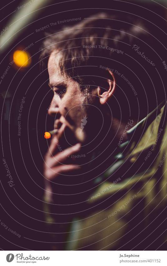 can't stop now Lifestyle Rauchen Nachtleben Mensch maskulin Mann Erwachsene 1 30-45 Jahre kurzhaarig authentisch dunkel genießen Identität Zigarette