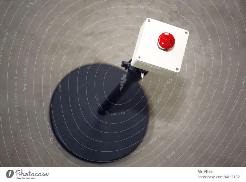 Buzzer drücken aktivieren Schalter betätigen Technik & Technologie buzzer Button betätigungselement Alarm push the button Hauptschalter rot Notaus Taste