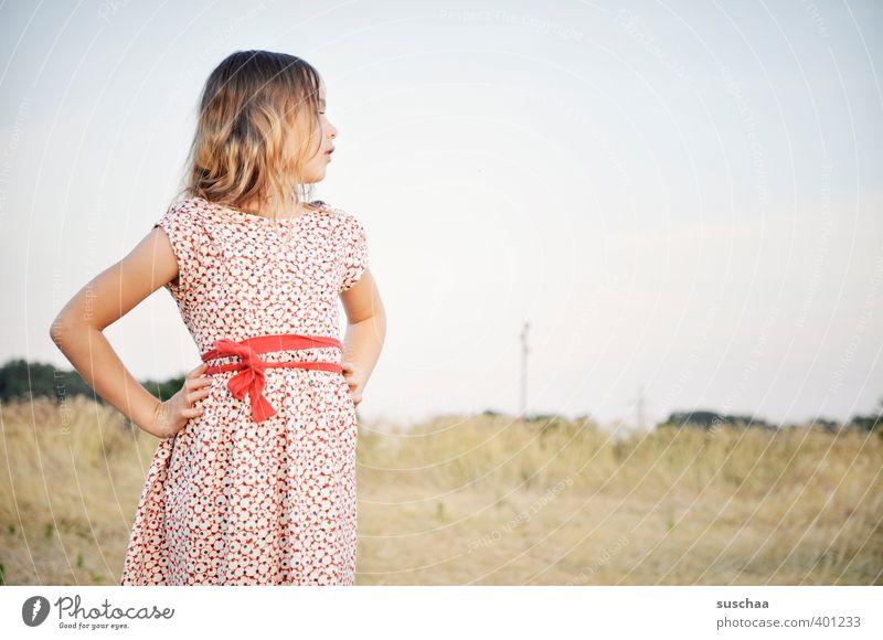 blick nach vorn .. weiblich Kind Mädchen junges Mädchen Kindheit Kopf Haare & Frisuren 8-13 Jahre Umwelt Natur Landschaft Himmel Sommer Schönes Wetter Feld