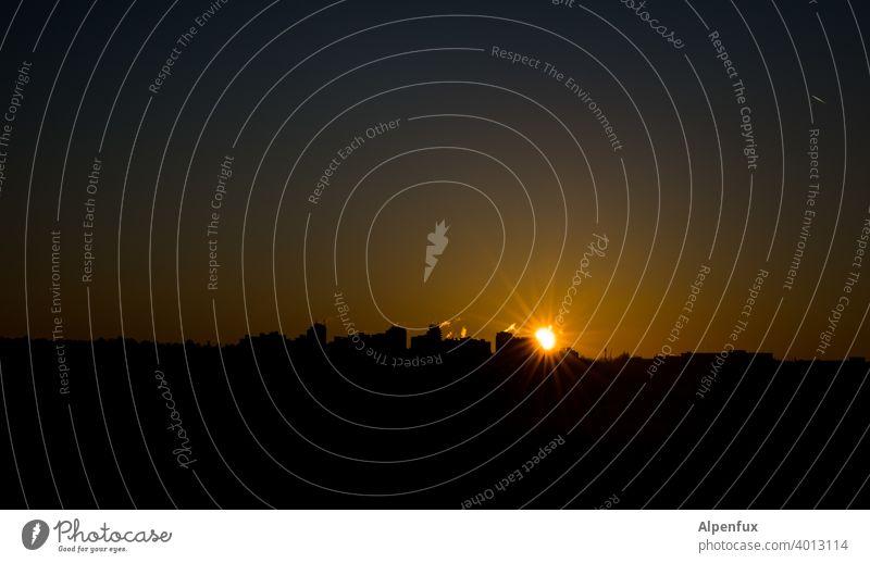 Moin Sonnenaufgang Morgen Stadt Sonnenaufgang - Morgendämmerung Hochhaus Außenaufnahme Himmel Dämmerung Sonnenuntergang Natur Menschenleer Sonnenlicht