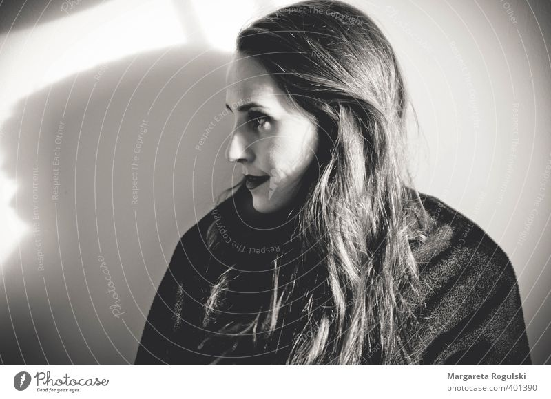 portrait Lifestyle elegant Stil Design Haare & Frisuren feminin Frau Erwachsene Kopf 1 Mensch Mode Bekleidung Pullover Mantel langhaarig Lächeln Blick Coolness